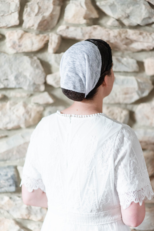"Image of 8"" Round Tie Veil, Hacci Knit fabric, White"